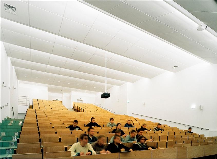 Trần tiêu âm trong hội trường